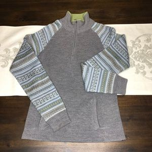 North Face sweater size small gray blue green